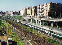 Roma 14 maggio 2003.Stazione Tiburtina .Treno Intercity deraglia, e urta un treno locale,  che transitava sul binario vicino..I soccorritori sul luogo dell'incidente.Rome  May 14, 2003.Tiburtina Station.Intercity train derails and hits a local train that was passing near the track..Rescuers at the accident siteaster