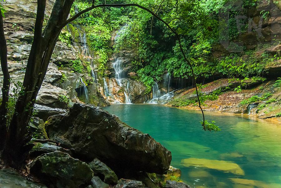 Range Stone Ponto Turistico ~ Água cristalina do poço azul localizado no rio cocal