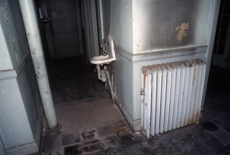 1993 February ..Rehabilitation..Attucks Theatre.Church Street..OFFICE SPACE .OLD FIXTURE DETAIL.INTERIOR...NEG#.NRHA#..
