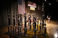 New York City, NY - June 20, 1981 <br /> During the Ms. Empire State Competition, a women flexes her muscles on stage while in the wings, an army of trophies awaits the winners. The judges direct the competition to a series of poses to evaluate their stage presence and their fitness.<br /> New York City, NY. 20 juin, 1981. <br /> Durant la comp&eacute;tition un jury &eacute;value le d&eacute;veloppement musculaire des athl&egrave;tes en leur imposant une s&eacute;rie de poses pour mettre en valeur leur musculature. Une concurrente est devant les troph&eacute;es du concours de Miss Empire State.