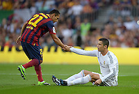 FUSSBALL  INTERNATIONAL  PRIMERA DIVISION  SAISON 2013/2014   10. Spieltag  El Clasico   FC Barcelona - Real Madrid         26.10.2013 Adriano (li, Barca) hilft Cristiano Ronaldo (Real Madrid) auf