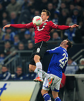 FUSSBALL   1. BUNDESLIGA   SAISON 2012/2013    18. SPIELTAG FC Schalke 04 - Hannover 96                           18.01.2013 Artur Sobiech (li, Hannover 96) gegen Christian Fuchs (re, FC Schalke 04)