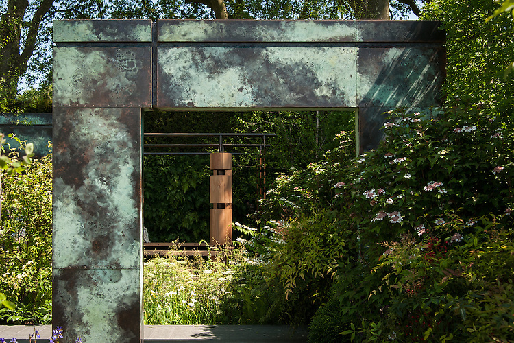 The Brewin Dolphin Garden, silver gilt medal winner at the Chelsea Flower Show, 2014. Designed by Matthew Childs.