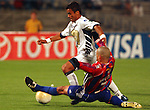 Mexico (22.02.2006) UNAM Pumas forward Paulo Pereira (L) battles for the ball against Union Maracaibo defender Hector Gonzalez during their Copa Libertadores first leg in Mexico City's University Stadium, February 22, 2006. Maracaibo won 1-0 to UNAM. © Photo by Javier Rodriguez
