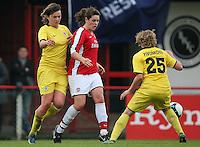 Jennifer Beattie in action for Arsenal - Arsenal Ladies vs Sparta Prague - UEFA Women's Champions League at Boreham Wood FC - 11/11/09 - MANDATORY CREDIT: Gavin Ellis/TGSPHOTO - Self billing applies where appropriate - Tel: 0845 094 6026
