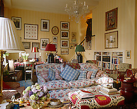 The living/dining area is decorated in an English country style
