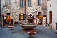 Gubbio, la fontana del Bargello