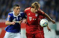 FUSSBALL   1. BUNDESLIGA   SAISON 2011/2012    6. SPIELTAG FC Schalke 04 - FC Bayern Muenchen                       18.09.2011 Kyriakos PAPADOPOULOS (li, Schalke) gegen Holger BADSTUBER (re, Bayern)