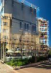 """Gdynia, (woj. pomorskie)19.07.2016.  Budynek """"Gdynia Infobox"""" u zbiegu Świętojańskiej i 10 Lutego to centrum informacji o realizowanych inwestycjach. Można tu zapoznać się zkulturalną ofertą miasta i planami jego rozwoju na następne lata."""