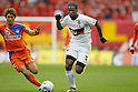 (L to R) Isao Honma (Albirex), Danilson (Grampus), DECEMBER 3, 2011 - Football / Soccer : 2011 J.LEAGUE Division 1 final sec between Niigata Albirex 0-1 Nagoya Grampus at Niigata bigswan stadium in Niigata, Japan. (Photo by Yusuke Nakanishi/AFLO SPORT) [1090]