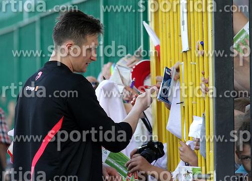 09.06.2012, Trainingstadion, Warschau, POL, UEFA EURO 2012, Polen, Training, im Bild PRZEMYSLAW TYTON, AUTOGRAFY , KIBICE // during the during EURO 2012 Trainingssession of Poland Nationalteam, at the preperation stadium, Warsaw, Poland on 2012/06/09. EXPA Pictures © 2012, PhotoCredit: EXPA/ Newspix/ Adam Jastrzebowski..***** ATTENTION - for AUT, SLO, CRO, SRB, SUI and SWE only *****