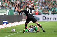 FUSSBALL   1. BUNDESLIGA   SAISON 2013/2014   2. SPIELTAG SV Werder Bremen - FC Augsburg       11.08.2013 Halil Altintop (FC Augsburg) GEGEN Cedrick Makiadi (am Boden, SV Werder Bremen)