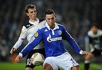 FUSSBALL   EUROPA LEAGUE   SAISON 2011/2012  SECHZEHNTELFINALE FC Schalke 04 - FC Viktoria Pilsen                          23.02.2012 Vladimir Darida (li, Pilsen) gegen Marco Hoeger (re, FC Schalke 04)