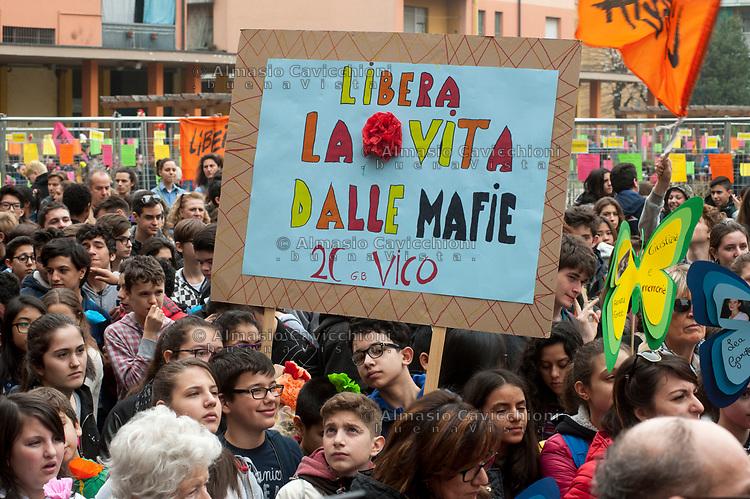 Milano, Quarto Oggiaro, studenti e cittadini contro la mafia, XXII giornata in ricordo delle vittime di mafia promossa da Libera.<br /> Milano, students and citizens against the Mafia, XXII day in memory of the victims of the Mafia, organized by the associationLibera.