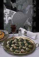 """Europe/France/Ile-de-France/75/Paris: Escargots au beurre d'ail recette du restaurant """"l'Escargot Montorgueil"""""""