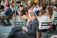 A visitor to Bryant Park in New York uses his Amazon Kindle ereader on Tuesday, June 4, 2013.  (© Richard B. Levine)