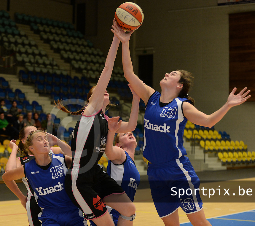 Wytewe Roeselare Dames - KB Oostende Bredene : Sofie Rommens (r) in duel onder de korf met Naomi Surgeloose (midden)<br /> foto VDB / Bart Vandenbroucke