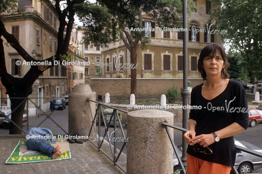 Barbara Balzerani è una terrorista italiana.È stata un importante membro delle Brigate Rosse, soprannominata Primula Rossa. Negli ultimi anni ha pubblicato due libri: 'Compagna Luna' e 'La sirena delle cinque'..Barbara Balzerani is an Italian terrorist. It was an important member of the Red Brigades, nicknamed Primula Rossa. In recent years he has published two books: 'Compagna Luna' and 'La sirena delle cinque'...