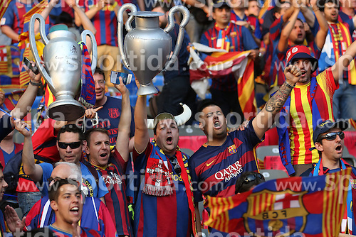 06.06.2015, Olympia Stadion, Berlin, GER, UEFA CL, Juventus Turin vs FC Barcelona, Finale, im Bild Fans des FC Barcelona mit der Trophae // during the UEFA Champions League final match between Juventus FC and Barcelona FC at the Olympia Stadion in Berlin, Germany on 2015/06/06. EXPA Pictures &copy; 2015, PhotoCredit: EXPA/ Eibner-Pressefoto/ Sch&uuml;ler<br /> <br /> *****ATTENTION - OUT of GER*****