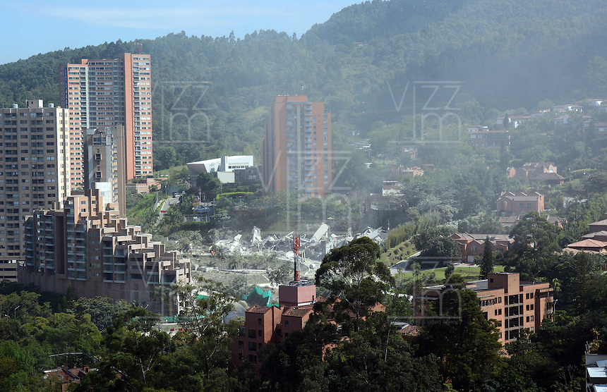MEDELLIN-COLOMBIA-23-SEPTIEMBRE-2014. Implosion de las ultimas torres del edificio Space donde 12 personas murieron el 12 de octubre del 2013. / Implosion of building towers last Space where 12 people were killed on October 12, 2013..  Photo: VizzorImage / Andrew Indell  / Stringer
