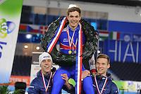 SCHAATSEN: HEERENVEEN: 04-02-2017, KPN NK Junioren, Podium Junioren A Heren, kampioen Chris Huizinga wordt opgetild door Niek Deelstra en Louis Hollaar, ©foto Martin de Jong