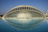 « The Eye of Wisdom », The Hemisphere, City of Arts and Sciences ; 1998 ; Santiago Calatrava (Valencia, Spain, 1951) ; Valencia, Comunidad Valenciana, Spain ; First area of the City of Arts and Sciences covering 14,000 square meters. Picture by Manuel Cohen