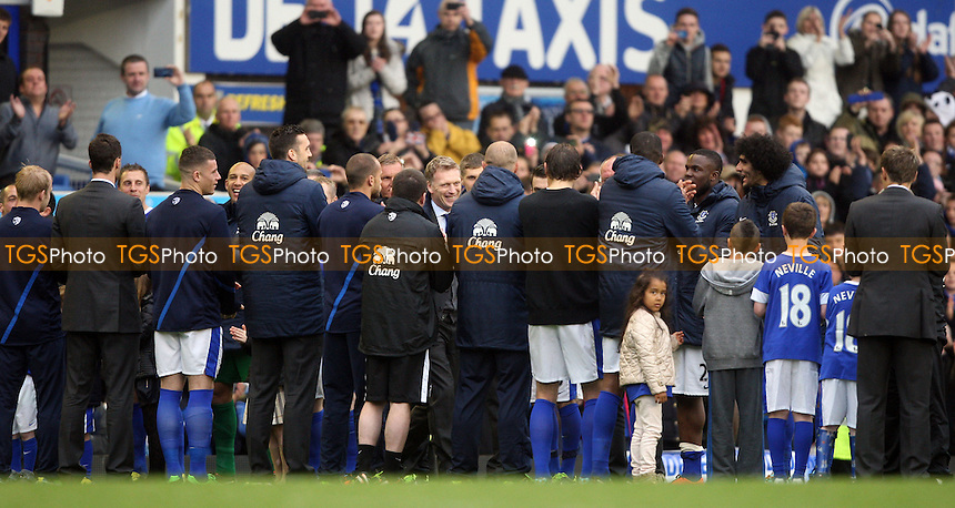 A guard of honour for David Moyes on his last home game as Everton manager - Everton vs West Ham United, Barclays Premier League at Goodison Park, Everton - 12/05/13 - MANDATORY CREDIT: Rob Newell/TGSPHOTO - Self billing applies where appropriate - 0845 094 6026 - contact@tgsphoto.co.uk - NO UNPAID USE.
