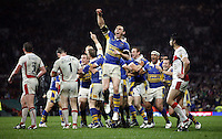 PICTURE by Ben Duffy/SWPIX.COM - Rugby LEague Engage Super League Grand Final 2008, St Helens v Leeds Rhinos....04/10/08..Copyright - Simon Wilkinson - 07811267706 ..Leed's captain Kevin Sinfield celebrates victory over St Helens.