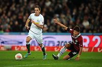 FUSSBALL   1. BUNDESLIGA    SAISON 2012/2013    9. Spieltag   Hannover 96 - Borussia Moenchengladbach         28.10.2012 Patrick Herrmann (li, Borussia Moenchengladbach) gegen Hiroki Sakai (re, Hannover 96)