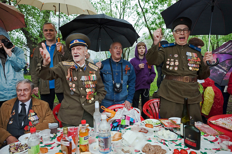 Moscow, Russia, 09/05/2012..Military veterans singing Soviet era songs as Russian World War Two veterans and well-wishers gather in Gorky Park during the countrys annual Victory Day celebrations.