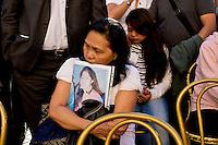 Roma 29 Maggio 2015<br /> I filippini della comunit&agrave; di Roma si sono ritrovati in piazza del Campidoglio per un raduno di preghiera, in ricordo di Corazon Abordo Perez, la filippina di 44 anni madre di due figli, uccisa due giorni fa da un&rsquo;auto con tre rom a bordo, al quartiere Boccea,  nel quale sono state ferite altre otto persone fra cui altri due filippini. La sorella e dietro una delle figlie  di Corazon Abordo Perez.<br /> Roma, Italy. 28th May 2015<br /> The Filipino community in Rome gathered in Piazza del Campidoglio for a prayer meeting in memory of Corazon Abordo Perez, the 44 year old Filipino mother of two children , who was killed two days ago by a car with three Roma on board, Boccea district, where were injured eight others people , including two other Filipinos. The sister and behind one of the daughters of Corazon Abordo Perez.