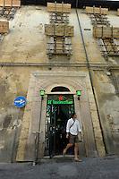 Bar Heineken. Riaperto ad Ottobre 2011..Dopo il terremoto  del 2009 alcuni negozi e attività commerciali riaprono a L'Aquila..After the earthquake of 2009, some shops and businesses reopen in L'Aquila.