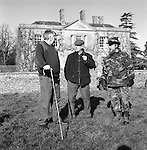 The Duke of Beauforts Hunt. Foot followers discuss the coming days hunting. Easton Grey House, Easton Grey, Wiltshire. Hunting with Hounds / Mansion Editions (isbn 0-9542233-1-4) copyright Homer Sykes. +44 (0) 20-8542-7083. < www.mansioneditions.com >.