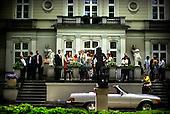 Warsaw 05.09.2008 Poland<br /> People standing in front of business house in center of Warsaw<br /> (Photo by Adam Lach / Napo Images for Newsweek Polska)<br /> <br /> Ludzie stoja przed domem biznesu w centrum Warszawy<br /> (Fot Adam Lach / Napo Images dla Newsweek Polska)