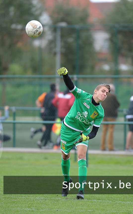 20150926 - WAREGEM , BELGIUM : Sint-Truiden 's Justin Dautzenberg  pictured during the Under 19 ELITE soccer match between SV Zulte Waregem VV K Sint-Truidense U19 , on the eighth matchday in the -19 Elite competition. Saturday 26 September 2015. PHOTO DAVID CATRY