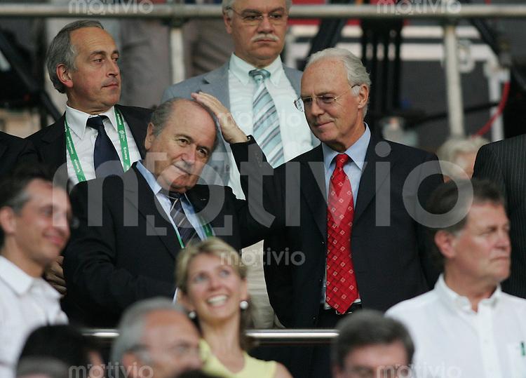 Fussball WM 2006 Vorrunde Italien - USA Franz Beckenbauer (re) und Joseph S. Baltter (li)