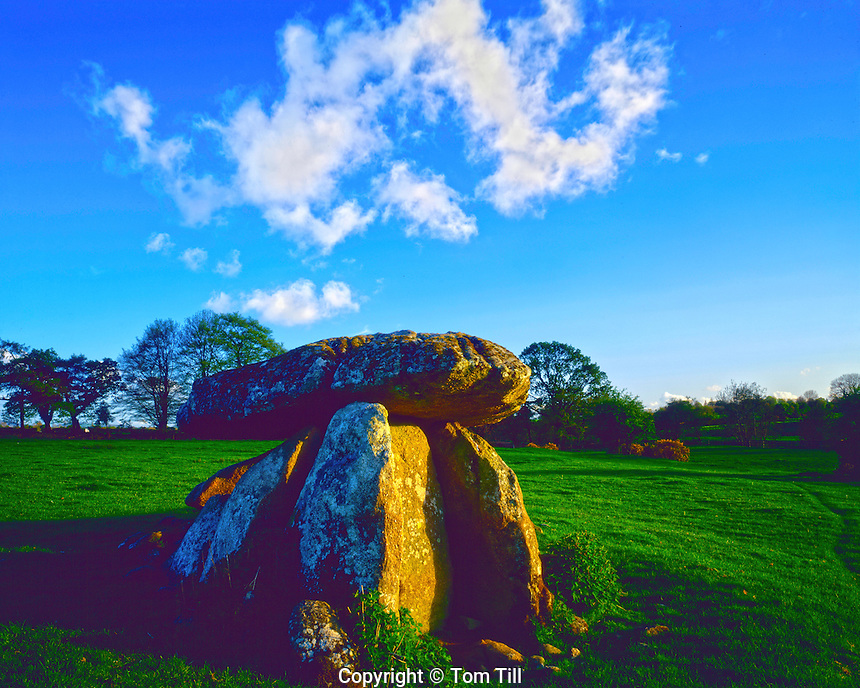 Haroldstown Dolmen, County Carlow, Republic of Ireland, 5,000 year old megalithic structure, Capstone balanced on smaller rocks