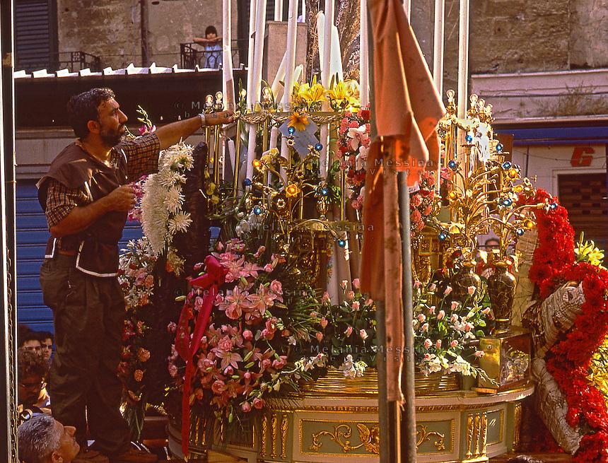 Palermo, Ballaro' market, religious feast.<br /> Palermo, mercato di Ballaro' festa religiosa del quartiere.