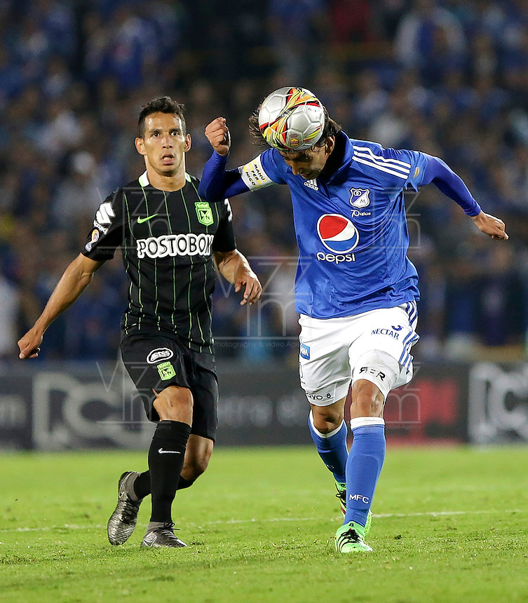 BOGOTA - COLOMBIA -31 - 03 - 2016: Rafael Robayo (Der.) jugador de Millonarios disputa el balón con Diego Arias (Izq.) jugador de Atletico Nacional, durante partido aplazado de la fecha 9 entre Millonarios Atletico Nacional, de la Liga Aguila I-2016, jugado en el estadio Nemesio Camacho El Campin de la ciudad de Bogota.   / Rafael Robayo (R) player of Millonarios vies for the ball with Diego Arias (L) player of Atletico Nacional, during a postponed match between Millonarios and Atletico Nacional,  for the date 9 of the Liga Aguila I-2016 at the Nemesio Camacho El Campin Stadium in Bogota city, Photo: VizzorImage / Ivan Valencia / Cont.