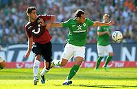 FUSSBALL   1. BUNDESLIGA   SAISON 2011/2012    8. SPIELTAG Hannover 96 - SV Werder Bremen                             02.10.2011 Karim HAGGUI (li, Hannover) gegen Claudio PIZARRO (re, Bremen)