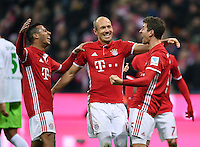 Fussball  1. Bundesliga  Saison 2016/2017  14. Spieltag  FC Bayern Muenchen - VfL Wolfsburg    10.12.2016 Torjubel: Thiago Alcantara, Arjen Robben und Thomas Mueller (v.l, alle FC Bayern Muenchen)