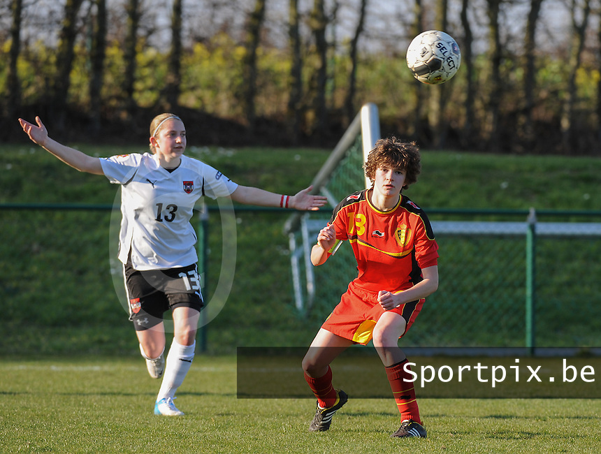 U19 Belgian Red Flames - Austria :<br /> <br /> Franziska Sottner (L) is niet tevreden bij een actie van Tinne Van Den Bergh (R)<br /> <br /> foto Dirk Vuylsteke / Nikonpro.be