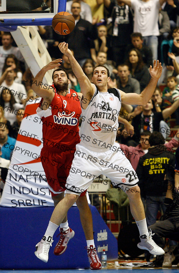 Kosarka, Euroleague, sezona 2009/2010.Partizan Vs. Olympiacos (Athens).Aleksandar Maric, right and Ioannis Bourousis, left.Belgrade, 26.11.2009..foto: Srdjan Stevanovic/Starsportphoto ©
