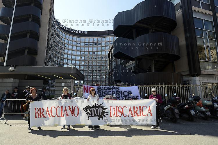 Roma, 11 Aprile 2014<br /> Protesta dei comitati contro le discariche davanti la Regione Lazio.