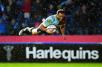 Jamie Roberts of Harlequins scores the opening try of the match. European Rugby Challenge Cup semi final, between Harlequins and Grenoble on April 22, 2016 at the Twickenham Stoop in London, England. Photo by: Patrick Khachfe / JMP