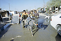 Irak 2000.La rue principale du camp de Beneslawa prés d'Erbil.     Iraq 2000.Main street in Beneslawa camp