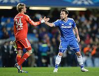 FUSSBALL   CHAMPIONS LEAGUE   SAISON 2013/2014   Vorrunde  in London FC Chelsea - FC Schalke     06.11.2013 Frank Lampard (re, FC Chelsea) gibt Torwart Timo Hildebrand (FC Schalke 04) nach dem Spiel die Hand