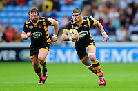 Guy Thompson of Wasps goes on the attack. Aviva Premiership match, between Wasps and Exeter Chiefs on September 4, 2016 at the Ricoh Arena in Coventry, England. Photo by: Patrick Khachfe / JMP