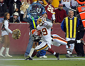 Landover, MD - October 19, 2008 -- Washington Redskins wide receiver Santana Moss (89) scores the winning touchdown in the fourth quarter against the Cleveland Browns at FedEx Field in Landover, Maryland on Sunday, October 19, 2008.  The Redskins won the game 14 - 11..Credit: Ron Sachs / CNP
