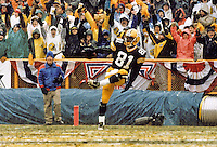 Green Bay Packers return specialist Desmond Howard strikes the Heisman Trophy pose after he returns a punt 71 yards for a touchdown on the fifth play of the NFC Divisional Playoffs as the Green Bay Packers went on to beat the San Francisco 49ers 35-14.